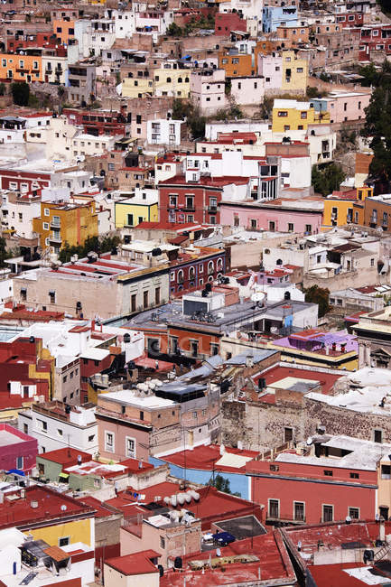 Aerial view of city skyline with houses and rooftops, full frame, Guanajuato, Mexico — Foto stock