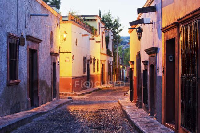 Уличные пейзажи Старого Света на рассвете, Гуанахуато, Мексика — стоковое фото