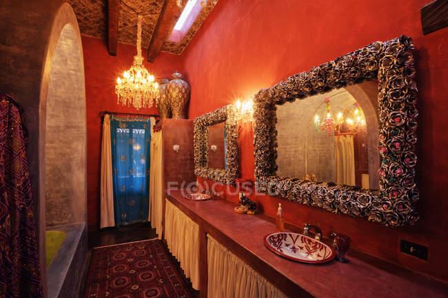 Традиційний декорований мексиканський санвузол, Сан-Міґель-де-Альєнде, Гуанахуато, Мексика — стокове фото
