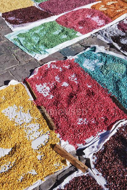 Кольорова кукурудза на вулиці, Сан-Міґель-де-Альєнде, Гуанахуато, Мексика — стокове фото
