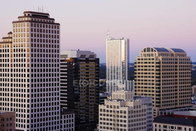 Skyline de la ciudad con modernos rascacielos en Austin, usa - foto de stock