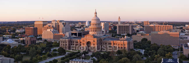 Texas state capitol in cityscape of Austin, Texas, USA — Foto stock