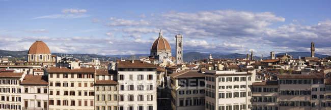 Horizonte de Florença com Catedral em segundo plano na Itália, Europa — Fotografia de Stock