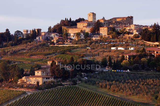 Hill town of Panzano at dusk in Italy, Europe — Stock Photo