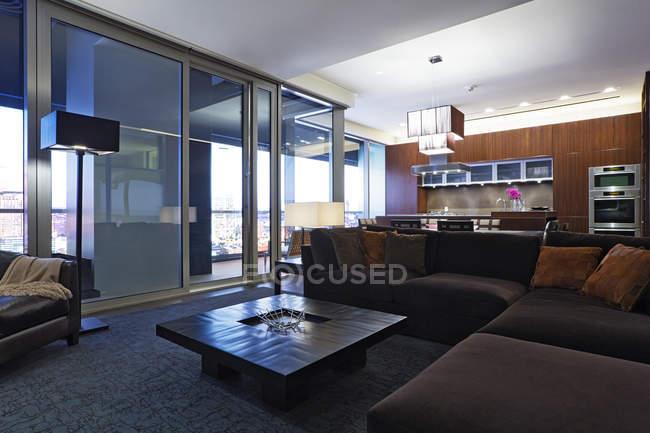 Soggiorno di lusso in casa residenziale a Dallas, Texas, USA — Foto stock