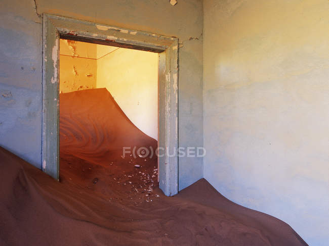 Abandoned house filled with drifting sand in Africa — Stock Photo