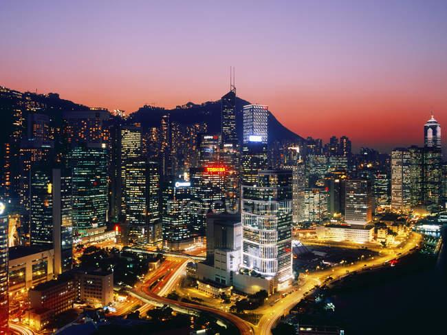 Centro di Hong Kong al tramonto con luci della città, Cina — Foto stock