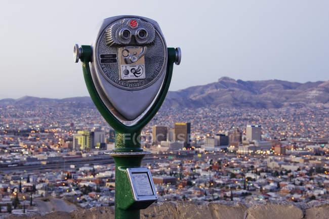 Binóculos e Skyline Coin-operated da cidade de El Paso, Texas — Fotografia de Stock