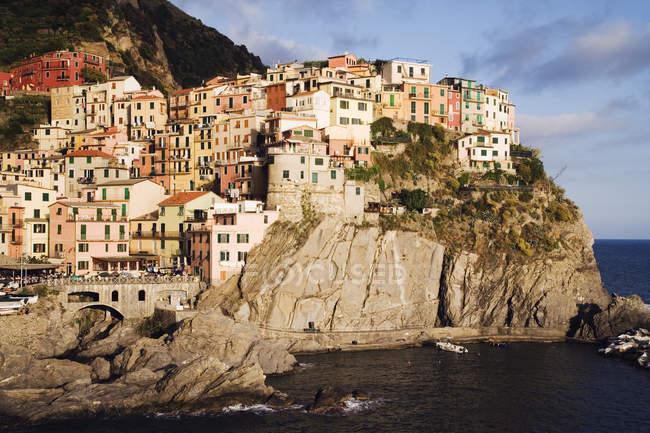 Klippen und Cinque Terre Stadt Manarola, Italien, Europa — Stockfoto