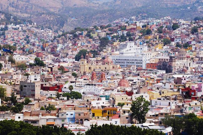 Барвисті будинки в колоніальному місті Гуанахуато, Мексика — стокове фото