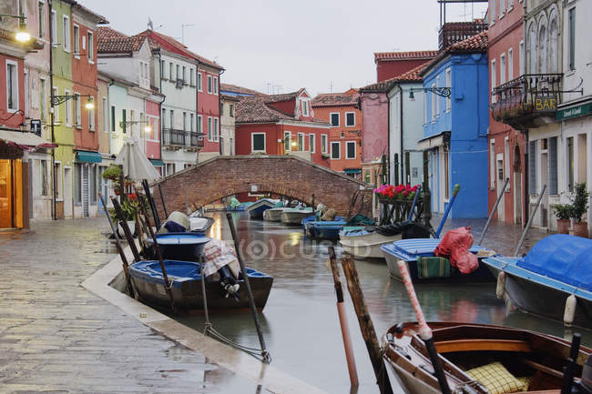 Boats in Burano canal during rain shower in Italy, Europe — Photo de stock