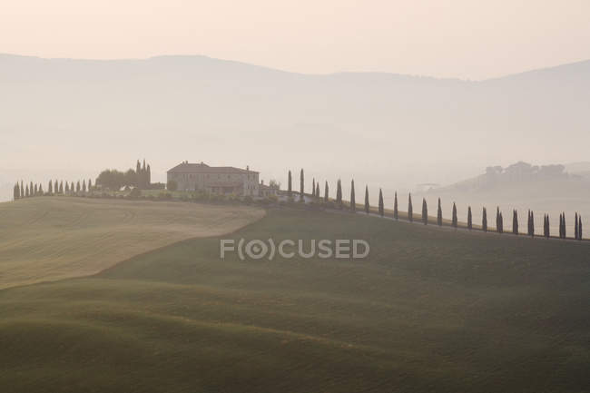 Tuscan farmhouse at dawn in Italy, Europe — Stock Photo