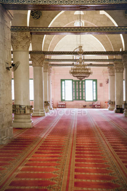 Interior of mosque building with columns in Jerusalem, Israel — стокове фото