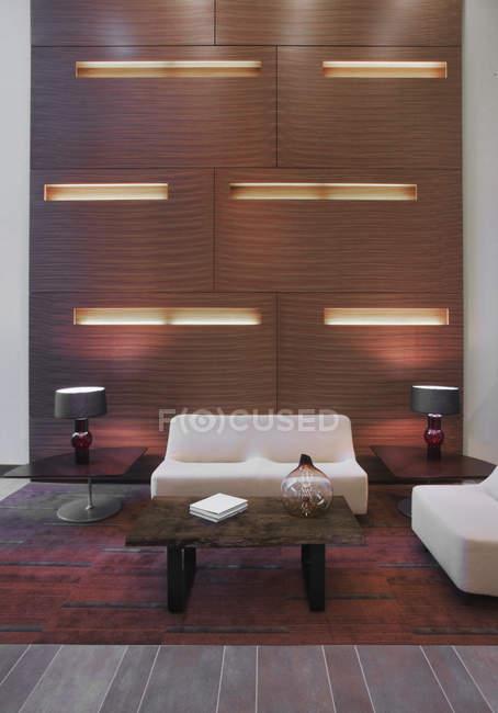 Salon de luxe dans un immeuble moderne — Photo de stock