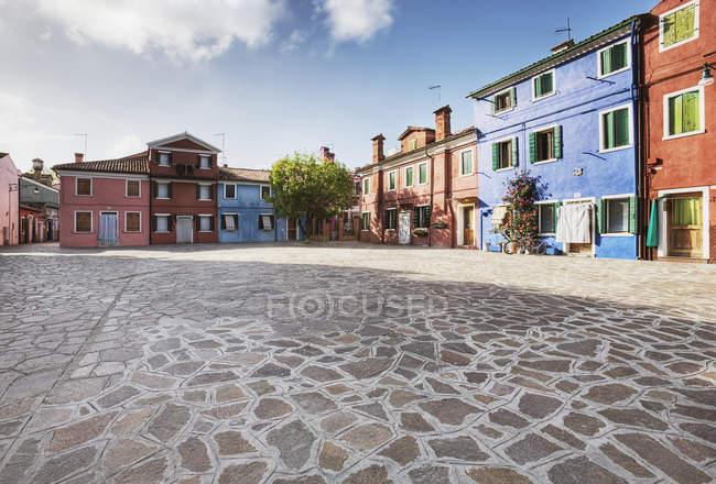 Барвисті будинку навколо Флагкаменю Плаза у Венеції, Італія — стокове фото