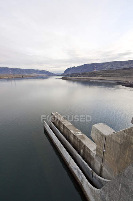 Water slough at hydroelectric dam, Vantage, Washington, USA — стокове фото