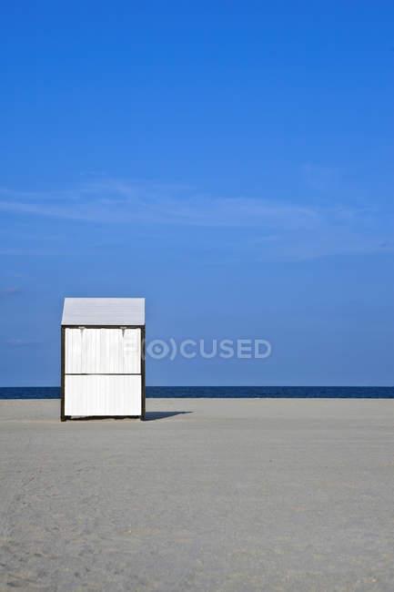 Capannone sulla spiaggia deserta a Miami, Florida, Usa — Foto stock