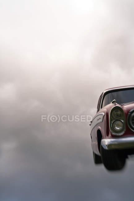 Vintage car in cloudy sky, digital composite — Stockfoto