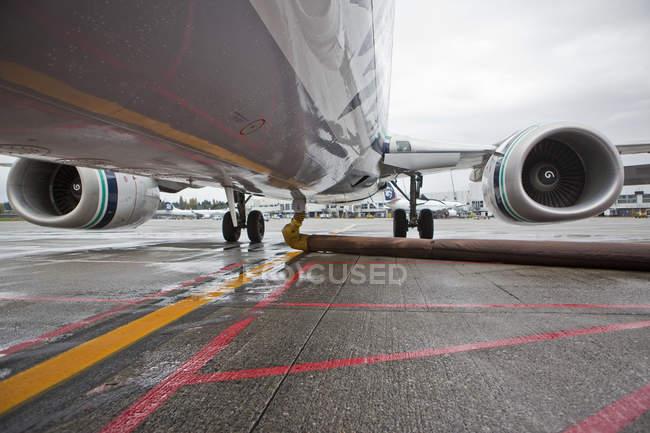 Брюхо реактивных самолетов в Сиэтле, Вашингтон, Сшаа — стоковое фото