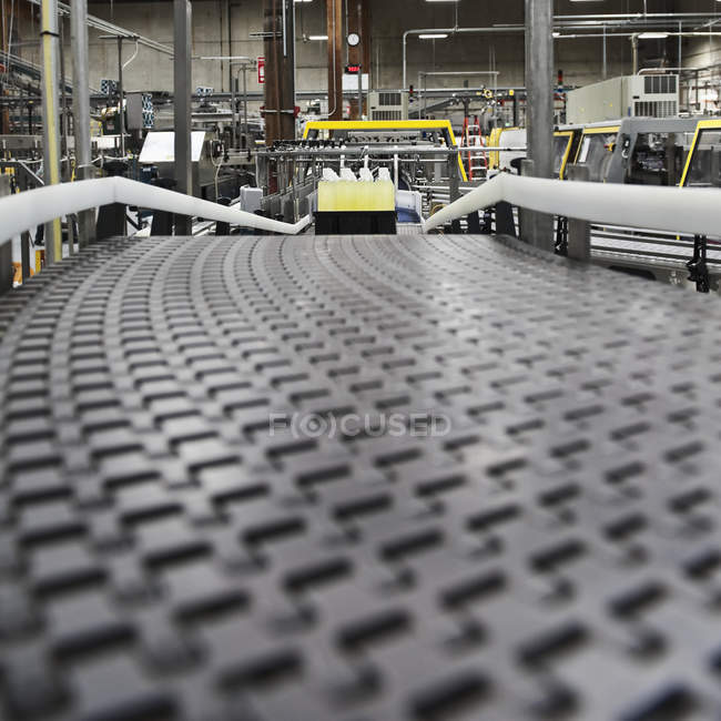 Close-up of conveyor belt surface in bottling plant — Stock Photo