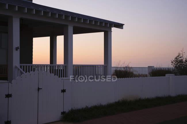 Covered porch and fence at sunset, Norfolk, Virginia, USA — Stock Photo