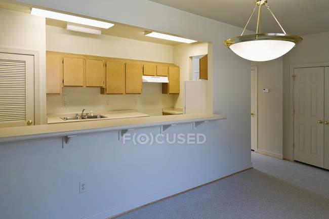 Wohnküche in neuem Haus am Kontraktionsort, norfolk, virginia, usa — Stockfoto