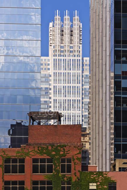 Edificios del centro de Chicago, antiguos y modernos, Illinois, EE. UU. - foto de stock