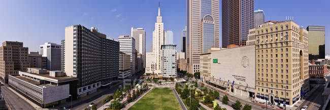 Cityscape with skyscrapers and park trees in Dallas, Texas, United States — Foto stock