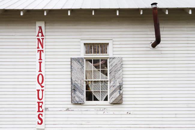 Antique store facade in Louisiana, USA — Stock Photo
