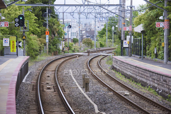 Empty train station platform and tracks in Kyoto, Japan — Stock Photo