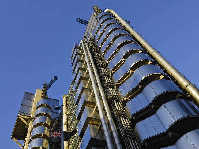 Low angle view of Lloyds of London building, London, England, United Kingdom — Photo de stock