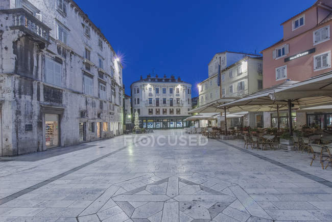 Édifices de la Place des Peuples et du Palais Dioclétien, Split, Croatie — Photo de stock