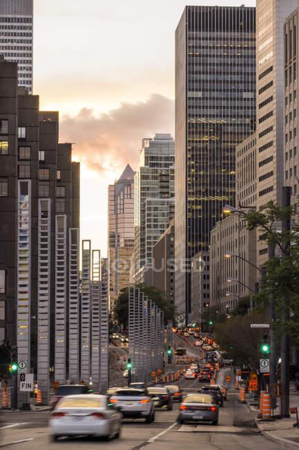 Високе зростання будівель в Монреаль міський пейзаж, Квебек, Канада — стокове фото