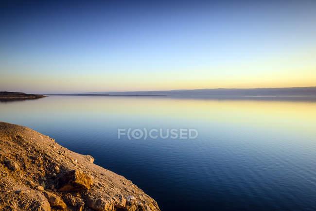 Céu refletindo do por do sol do mar inoperante, Al Karak, Jordão — Fotografia de Stock