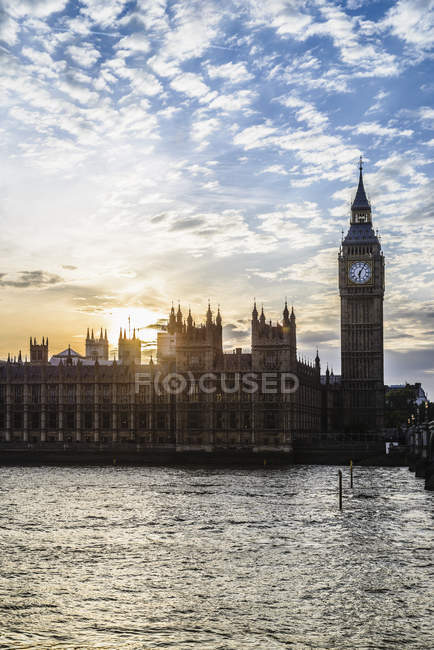 Sunset over Houses of Parliament, London, England, United Kingdom — Fotografia de Stock