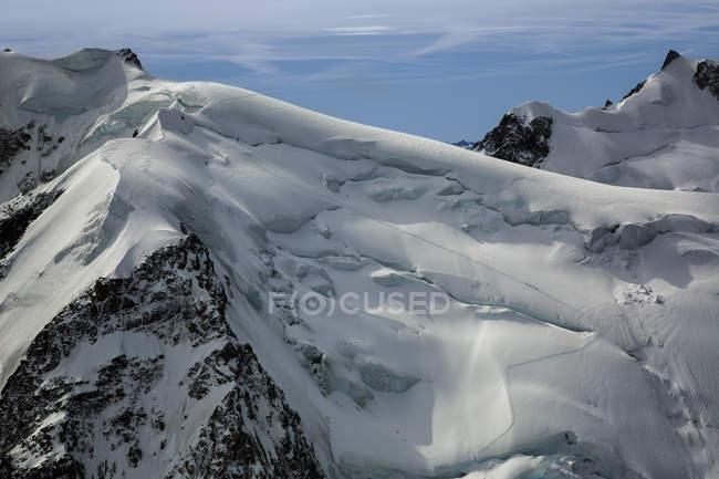Schneebedeckter und felsiger Gipfel des Mt Blanc, Chamonix, Frankreich — Stockfoto