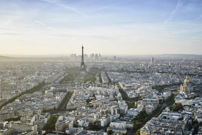 Vue aérienne du paysage urbain de Paris et de la tour eiffel, France — Photo de stock