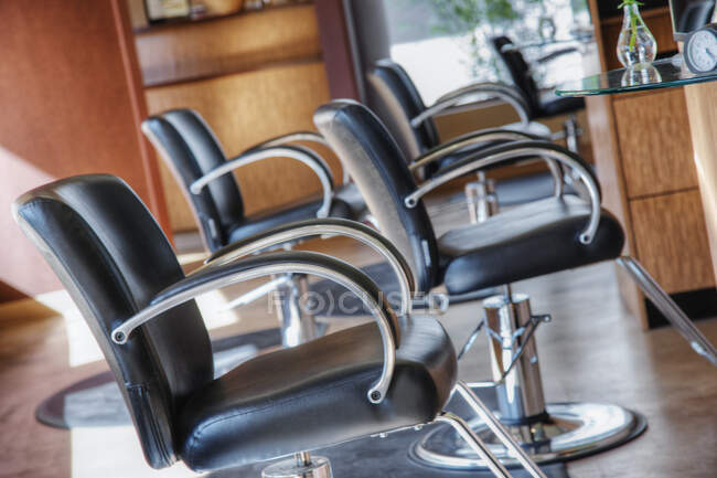 Chairs in empty beauty salon — Stock Photo