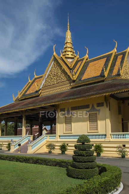 Palácio Real do Camboja e pátio, Phom Penh, Camboja — Fotografia de Stock