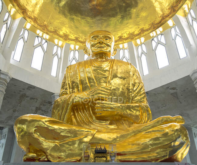 Low angle view of golden Buddha statue in temple, Sikhiu, Nakhon Ratchasima, Thailand — Stock Photo