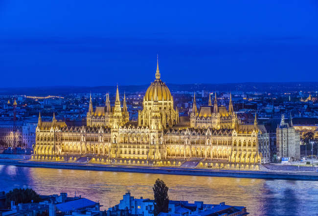 Aerial view of Parliament Building illuminated at dusk, Budapest, Hungary — Stock Photo