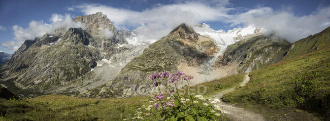 Mt Blanc trail in mountains, Val Ferret, Switzerland — Stock Photo