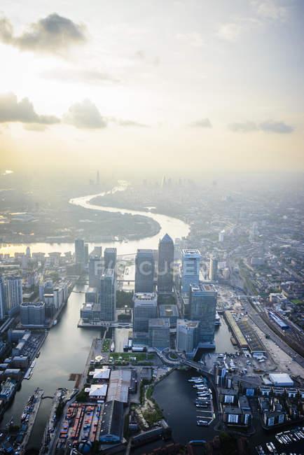 Veduta aerea del paesaggio urbano e del fiume di Londra, Inghilterra — Foto stock