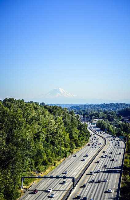 Aerial view of Mount Rainier and freeway, Seattle, Washington, United States — стокове фото