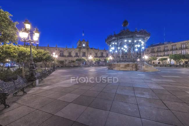 Illuminated monument in Plaza de Armas, Guadalajara, Jalisco, Mexico — стокове фото