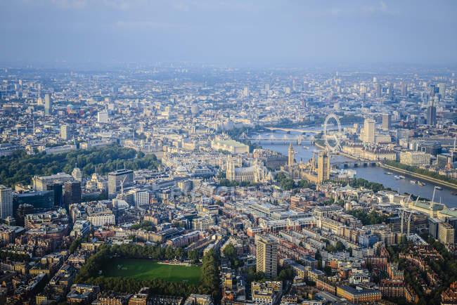 Vista aerea del paesaggio urbano di Londra, londinese occhio e fiume, Inghilterra — Foto stock