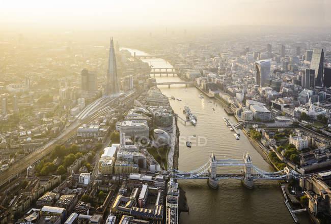 Veduta aerea del paesaggio urbano di Londra, Tower Bridge e fiume, Inghilterra — Foto stock