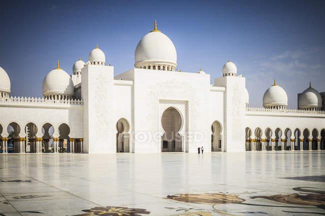 Ornate columns of Sheikh Zayed Grand Mosque, Abu Dhabi, United Arab Emirates - foto de stock