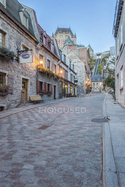 Chateau Frontenac seen from narrow old street in Quebec, Canada — Stock Photo