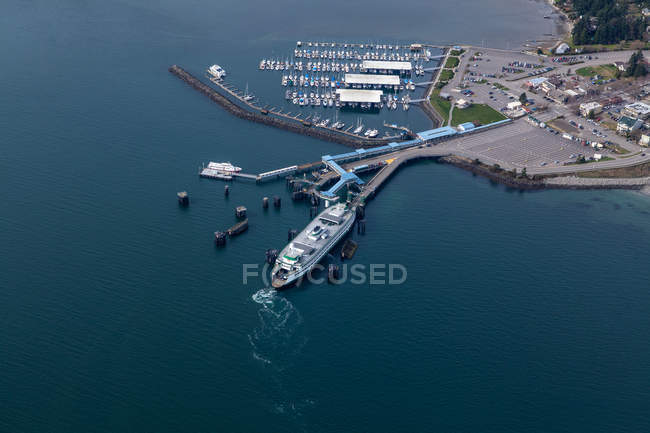 Aerial view of ferry terminal in Seattle harbor, Seattle, Washington, United States — Stock Photo